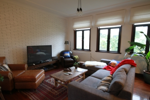 Old Apartment on Huaihai M. Road 4bedroom 220sqm ¥50,000 L00777