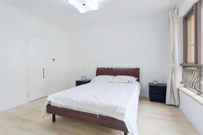 rent a excellent apartment in maison des artistes. Black Bedroom Furniture Sets. Home Design Ideas