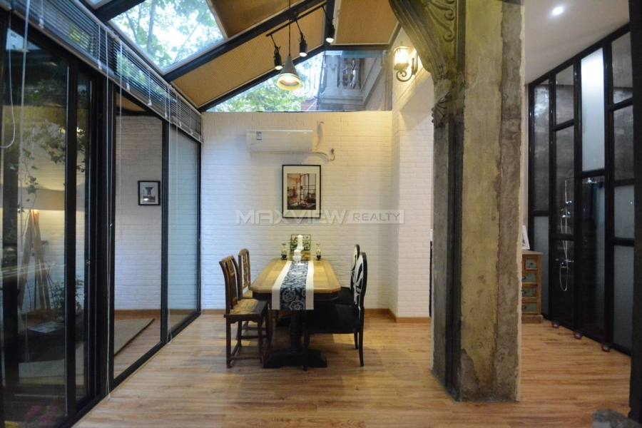 Shanghai old apartment rental on Weihai Road 2bedroom 108sqm ¥22,000 SH017414