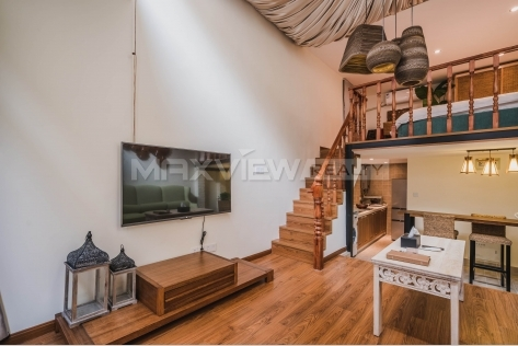 One bedroom loft with private yard for rent near Xintiandi