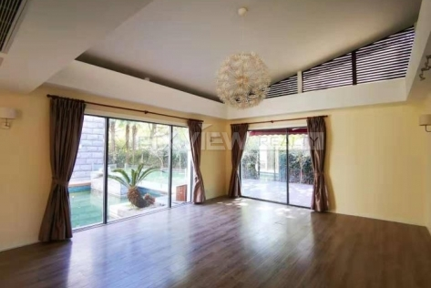 Lakeside Ville 5br 480sqm in Huqingping Minhang