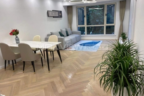 East Huaihai Apartment 3br 140sqm in Downtown